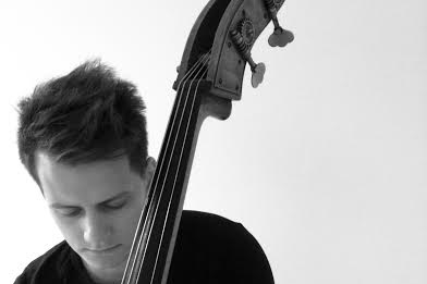 Paweł Lipka - kontrabas, gitara basowa, pianino